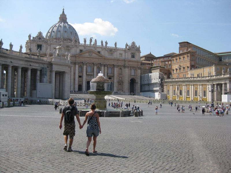 Our Top 10 Things to do in Rome - Piazza San Pietro