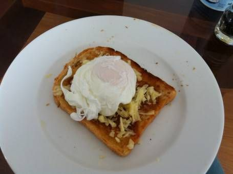 Homemade lunch: egg on toast