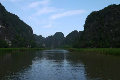 The river and mountains in Tam Coc
